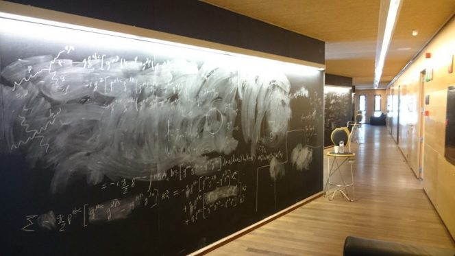 I NEED one of those blackboards in my home if ever I build one... Loved them!